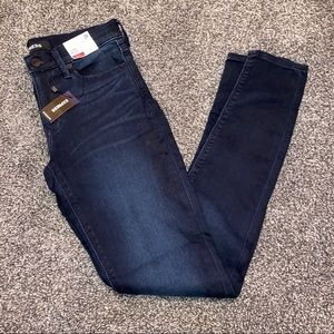 NWT Express Mid Rise Soft Jegging